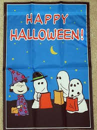amazon com peanuts snoopy gang happy halloween garden flag 25