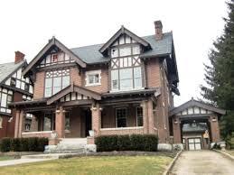 what makes a house a tudor tudor houses