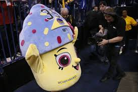 Cupcake Costume Thunder Fan Trolls Injured Kevin Durant With Cupcake Costume Crutch