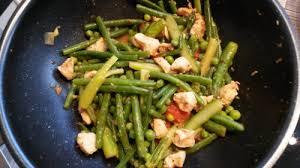 cuisine wok facile un wok du poulet des légumes un plat facile et délicieux l