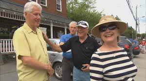 bill and hillary clinton window shopping in quebec town youtube