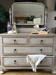 Painting Bedroom Furniture Best 25 Chalk Paint Furniture Ideas On Pinterest Chalk Painting