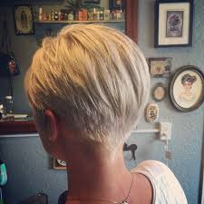 pictures of the back of a wedge hair cut best 25 short wedge haircut ideas on pinterest wedge haircut