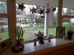 decorating a bay window 12376