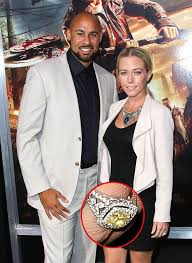 kendra wedding ring see kendra wilkinson s new wedding ring