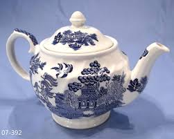 willow pattern jam pot sadler vintage willow pattern tea pot sold collectable china