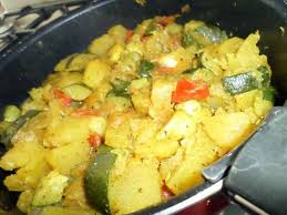 cuisiner des courgettes à la poele recette de poêlée de pommes de terre et courgettes au curry