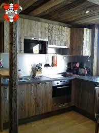 cuisine vieux bois agencement cuisine chalet les gets haute savoie