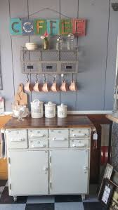 Remodeling Old Kitchen Cabinets by Best 25 Old Kitchen Cabinets Ideas On Pinterest Updating