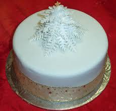 Ideas For Christmas Wedding Cakes The Wedding Specialiststhe