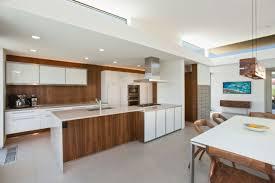 cuisine blanc laqué et bois cuisine blanc et bois cuisine blanche plan de travail bois