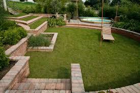 idee deco jardin japonais jardin en pente comment gérer un dénivelé mon aménagement