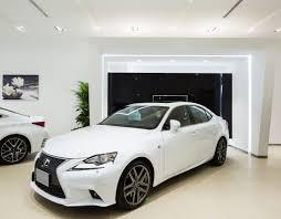lexus cars in dubai analysing car showroom design by al futtaim interiors design
