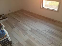 carrelage chambre carrelage chambre imitation parquet sol salle de bain blanc 4