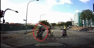 beating the red light malaysian bike beating redlight like nobody business video