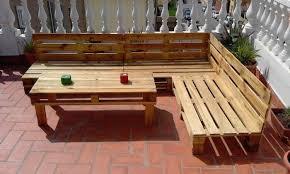 canapé exterieur palette 52 idées pour fabriquer votre meuble de jardin en palette archzine fr