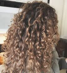 getting hair curled and color best 25 highlights on curly hair ideas on pinterest highlights