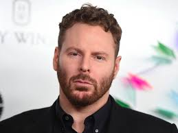 hollywood is fighting sean parker u0027s movie streaming startup