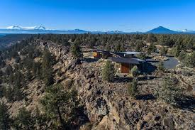 famous tree houses famous tree is a modern masterpiece in central oregon realtor com