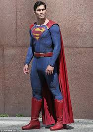 tyler hoechlin transforms into clark kent while filming supergirl