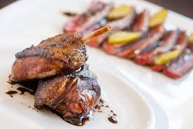 cuisiner canard entier canard entier laqué à l érable apollo recettes apollo recettes