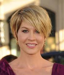 best hairstyles for pear shaped faces pear face shape you have a difficult shape