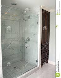 Bad Sanieren Kosten Badezimmer Dusche Stockbild Bild Von Dunkel Marmor Einfach