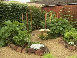 Vegetable Garden Landscaping Ideas Ideas For A Small Backyard Best Yard Design On Pinterest Side