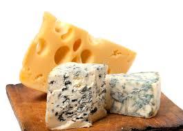 les diff駻ents types de cuisine les différents types de fromage sur la cuisine en bois embarquent
