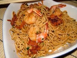 cuisiner des pates chinoises nouilles chinoises aux crevettes et au miel de cuisine