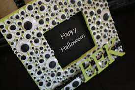 Googly Eye Halloween Frame