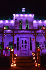 Outdoor Halloween Decorations Do It Yourself by Best 25 Purple Halloween Decorations Ideas On Pinterest Witch