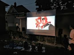 Backyard Projector Screen by Backyard Movie Nights More Entertaining With The Right Gadgets