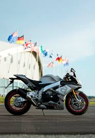 aprilia rsv4 and tuono 1100 ridden at hampton downs road tests