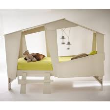 chambre cabane enfant cadre de lit cabane enfant en bois avec sommier drawer