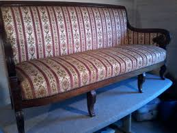 restauration canapé un canapé restauration débarrassé de velours patines et