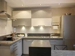 cuisine contemporaine blanche cuisine contemporaine blanche et grise rayonnage cantilever