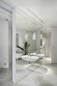 to da loos gorgeous floor to ceiling mirrors behind the bathroom