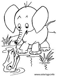 Coloriage Elephant Pret De L Eau Avec Un Crocodile dessin