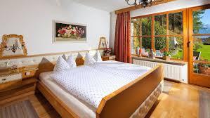 Schlafzimmer 10 Qm Ferienwohnung 2 Gästehaus Alpengruß