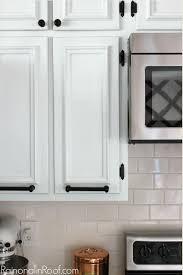 peinture d armoire de cuisine 10 façons de transformer ses armoires de cuisine sans les remplacer