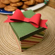 Gift Wrapping How To - holiday gift wrapping how to make your own fabric gift bows
