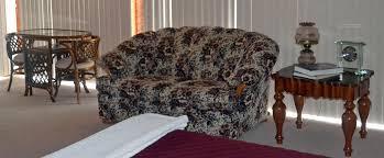 Iowa travel bed images Quiet walker lodge b b dubuque iowa country inn romantic jpg