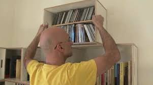 Moving Bookshelves Modular Bookcase Transforms Into Moving Boxes Treehugger