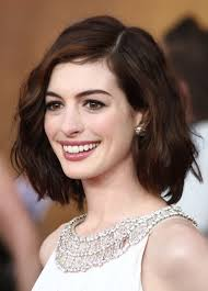 shoulderlength hairstyles could they be put in a ponytail anne hathaway s shoulder length hair shoulder length hair cuts