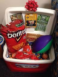 cool gift baskets 10 ว ธ จ ดของขว ญให สวยแปลกตา futbol gift and diy ideas