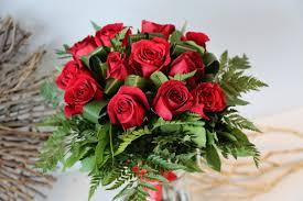 a dozen roses a dozen roses luda flower salon