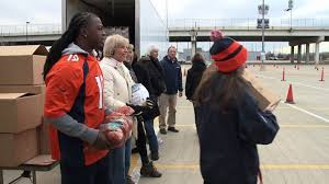broncos rescue mission deliver thanksgiving banquets in boxes to