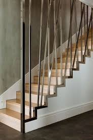 gelã nder treppen schwarte stahltreppe ohne gitterroststufen treppen