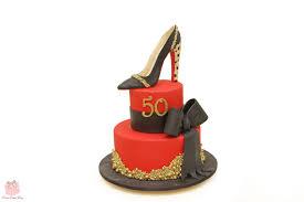 10 fabulous fashion inspired cake ideas pink cake box